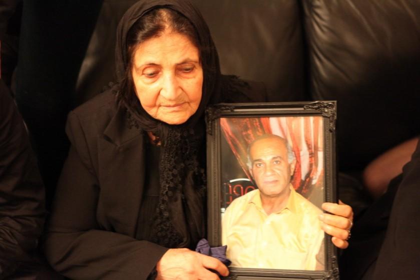 مادر عزیزم با عکس برادرش ...